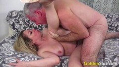Babe First time handling a huge dick Thumb