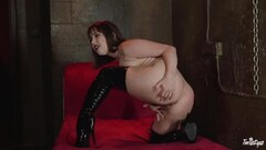 CASTING ALLA ITALIANA - Horny brunette in Italian casting Thumb