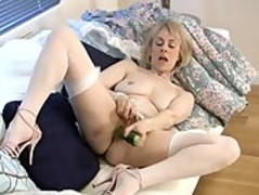 Mature housewife fucks a cucumber Thumb