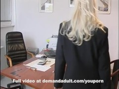 Boss licks employees pussy in office Thumb