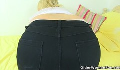 Big butt milf Montse Swinger in leggings will get you hard Thumb