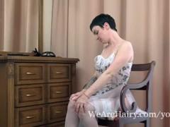 Margo Portman masturbates by her mirror Thumb