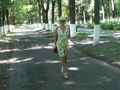 Pussy flashing and masturbation in a public park Thumb