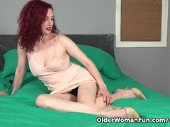 American milf Zinnia Blue's pussy needs attention Thumb
