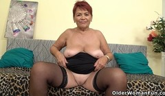 Euro granny Tarra dildos her over 70 year old cunt Thumb