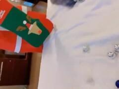 高颜值露脸性感美女chinhbaby圣诞特辑情趣扮演肛塞自慰棒激情酒店啪啪做爱全程中文对白 Thumb