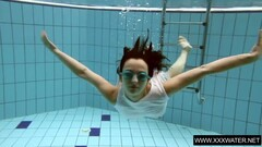 Vera Brass wet and horny in the swimming pool Thumb